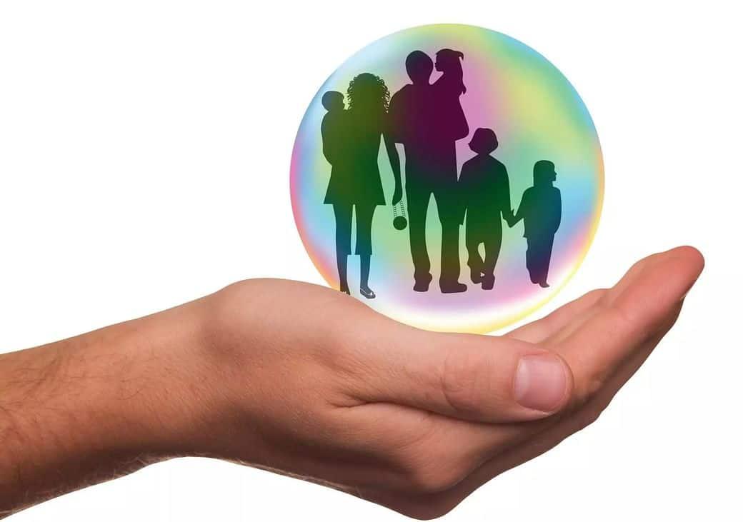 Une famille dans une bulle